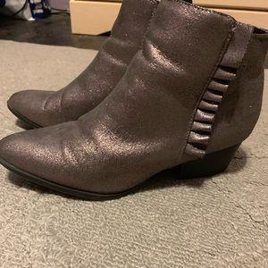 81/2 gently worn healed booties